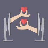 Χέρια ζεύγους που κρατούν τις καρδιές από δύο υπολογιστές Στοκ Φωτογραφίες