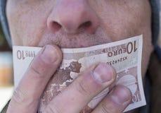 Χέρια και ευρώ στοκ εικόνες
