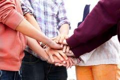 Χέρια και μπράτσα εφήβων Στοκ Φωτογραφίες