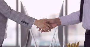 Χέρια κουνημάτων επιχειρηματιών και επιχειρηματιών απόθεμα βίντεο