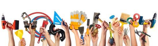 Χέρια με τα εργαλεία DIY στοκ φωτογραφία με δικαίωμα ελεύθερης χρήσης