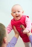 χέρια μωρών dads στοκ εικόνα με δικαίωμα ελεύθερης χρήσης