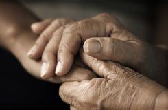 χέρια παλαιά Στοκ φωτογραφίες με δικαίωμα ελεύθερης χρήσης