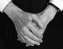 χέρια παλαιά στοκ φωτογραφία με δικαίωμα ελεύθερης χρήσης