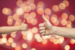Χέρια πατέρων και γιων που δίνουν όπως Στοκ εικόνα με δικαίωμα ελεύθερης χρήσης