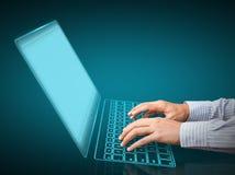 Χέρια που δακτυλογραφούν στο πληκτρολόγιο στοκ εικόνες με δικαίωμα ελεύθερης χρήσης
