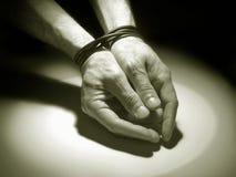 χέρια που δένονται Στοκ εικόνα με δικαίωμα ελεύθερης χρήσης