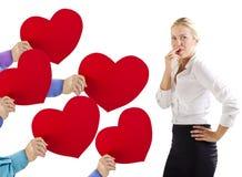 Χέρια που δίνουν τις καρδιές σε μια γυναίκα στοκ εικόνες