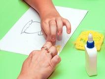 Χέρια που κάνουν applique Στοκ φωτογραφία με δικαίωμα ελεύθερης χρήσης