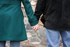 χέρια που κρατιούνται Στοκ φωτογραφία με δικαίωμα ελεύθερης χρήσης