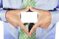 χέρια που κρατούν την κάρτα Στοκ Φωτογραφίες