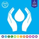 Χέρια που κρατούν την πτώση - σύμβολο προστασίας Στοκ φωτογραφία με δικαίωμα ελεύθερης χρήσης