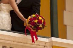χέρια που κρατούν τη γυναίκα ανδρών Στοκ Εικόνες