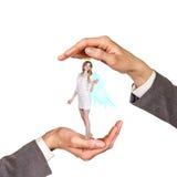 Χέρια που κρατούν τη γυναίκα Στοκ Εικόνες