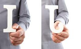 Χέρια που κρατούν το γράμμα Ι και J από το αλφάβητο που απομονώνεται σε ένα άσπρο β Στοκ Εικόνες