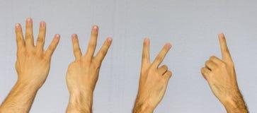 Χέρια που μετρούν κάτω από 4 έως 1 με τα δάχτυλα στοκ εικόνα