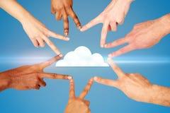 Χέρια που παρουσιάζουν σημάδι χεριών ειρήνης πέρα από το εικονίδιο σύννεφων Στοκ φωτογραφία με δικαίωμα ελεύθερης χρήσης