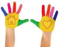 Χέρια που χρωματίζονται στα ζωηρόχρωμα χρώματα έτοιμα για τις τυπωμένες ύλες χεριών ελεύθερη απεικόνιση δικαιώματος