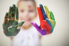 χέρια που χρωματίζονται στοκ φωτογραφίες με δικαίωμα ελεύθερης χρήσης