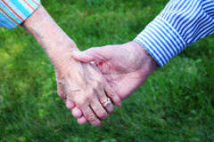 Χέρια πρεσβυτέρων Στοκ Φωτογραφίες