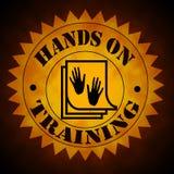 Χέρια στο σύμβολο κατάρτισης στο χρυσό στο Μαύρο Στοκ φωτογραφία με δικαίωμα ελεύθερης χρήσης
