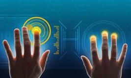 Χέρια σχετικά με την ολογραφική οθόνη με τους αριθμούς Στοκ φωτογραφίες με δικαίωμα ελεύθερης χρήσης