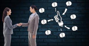 Χέρια τινάγματος επιχειρηματιών από τα εικονίδια ιδέας στοκ φωτογραφία με δικαίωμα ελεύθερης χρήσης