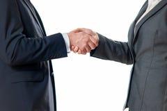 Χέρια τινάγματος επιχειρηματιών και επιχειρηματιών Στοκ Φωτογραφία