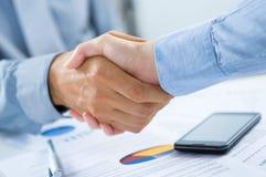 Χέρια τινάγματος Businesspeople στοκ φωτογραφία με δικαίωμα ελεύθερης χρήσης