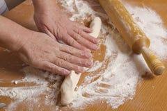 Χέρια του αρτοποιού στοκ εικόνες