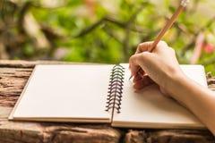 Χέρια του γραψίματος κοριτσιών Στοκ Εικόνα