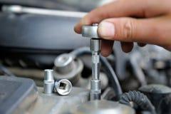 Χέρια του μηχανικού αυτοκινήτων Στοκ εικόνες με δικαίωμα ελεύθερης χρήσης
