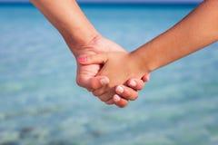 Χέρια δύο ανθρώπων στοκ φωτογραφία