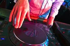 Χέρια DJs Στοκ εικόνα με δικαίωμα ελεύθερης χρήσης