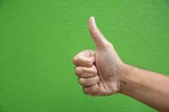 Χέρι ατόμων με τον αντίχειρα επάνω Στοκ φωτογραφία με δικαίωμα ελεύθερης χρήσης