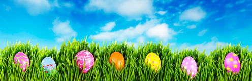 χέρι αυγών Πάσχας που χρωματίζεται στοκ εικόνες
