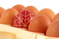 χέρι αυγών Πάσχας που χρωμ&alpha Στοκ φωτογραφία με δικαίωμα ελεύθερης χρήσης