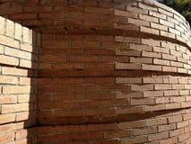 Χέρι - γίνοντας τούβλινος στρογγυλός τοίχος Στοκ φωτογραφία με δικαίωμα ελεύθερης χρήσης