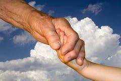 χέρι γιαγιάδων εγγονιών Στοκ Φωτογραφία