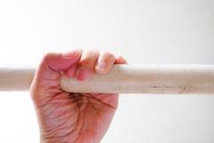 Χέρι γυναικών στο κάγγελο Στοκ φωτογραφία με δικαίωμα ελεύθερης χρήσης