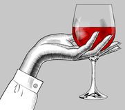 Χέρι γυναικών ` s που κρατά ένα γυαλί με το κόκκινο κρασί Στοκ εικόνες με δικαίωμα ελεύθερης χρήσης