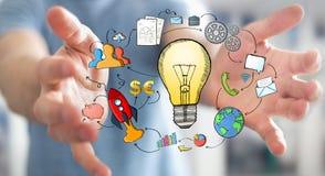 Χέρι εκμετάλλευσης επιχειρηματιών που σύρονται lightbulb και εικονίδια πολυμέσων Στοκ φωτογραφία με δικαίωμα ελεύθερης χρήσης