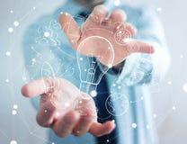 Χέρι εκμετάλλευσης επιχειρηματιών που σύρονται lightbulb και εικονίδια πολυμέσων Στοκ φωτογραφίες με δικαίωμα ελεύθερης χρήσης