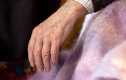 Χέρι ενός ηλικιωμένου ατόμου Στοκ Εικόνες