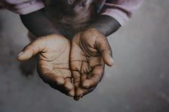 Χέρι επαιτών παιδιών στοκ εικόνα