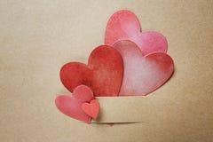 Χέρι-επεξεργασμένες καρδιές εγγράφου στοκ φωτογραφίες