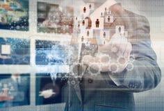 Χέρι επιχειρηματιών που επιλέγει το σωστό πρόσωπο Στοκ Εικόνα