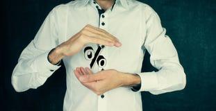 Χέρι επιχειρηματιών που παρουσιάζει σημάδι τοις εκατό Στοκ εικόνες με δικαίωμα ελεύθερης χρήσης