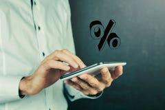 Χέρι επιχειρηματιών που παρουσιάζει σημάδι τοις εκατό Στοκ φωτογραφία με δικαίωμα ελεύθερης χρήσης