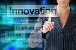 Χέρι επιχειρηματιών σχετικά με την εικονική οθόνη, σύγχρονη επιχείρηση Στοκ εικόνα με δικαίωμα ελεύθερης χρήσης